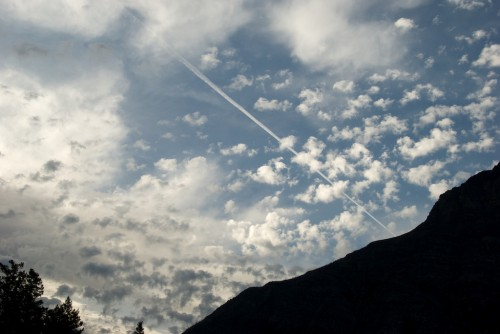 glacier_contrail-and-clouds