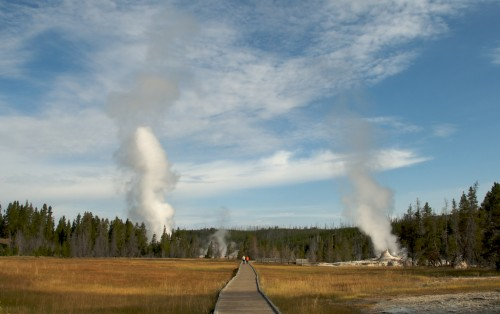 yellowstone_geyser-boardwalk