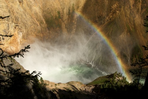 yellowstone_lower-falls-spray