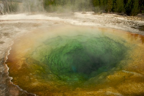 yellowstone_morning-glory-pool