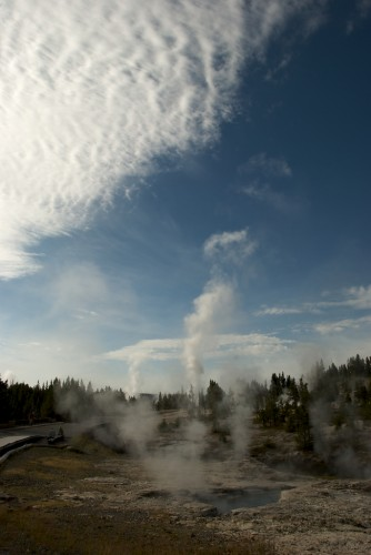 yellowstone_steam-and-cloud