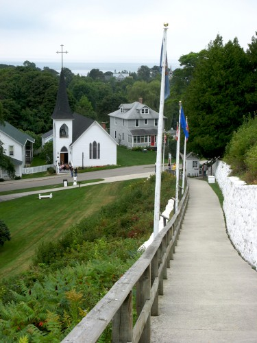 mackinac-path-and-church