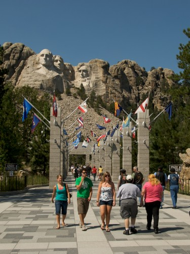 mt-rushmore_flags
