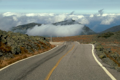 new-hampshire_mt-washington-clouds-road