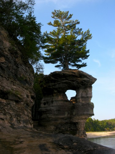 pictured-rocks_chapel-rock-side