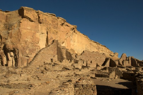 chaco-canyon_ruins-cliff